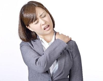 肩こり頭痛の女性