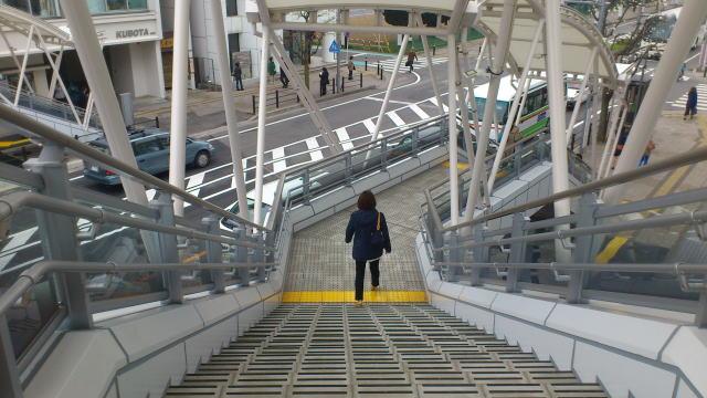 川越駅西口歩行デッキ階段
