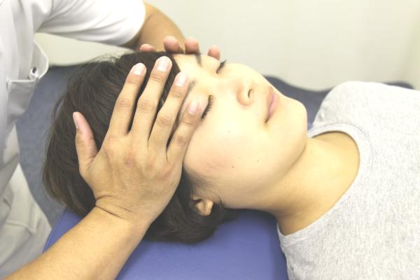 勉強疲れ・脳疲労に効果的なヘッドマッサージ