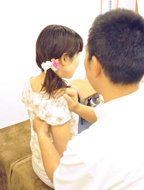 埼玉県川越市の頭痛・肩こり専門マッサージ整体院「いぶきカイロプラクティック」肩甲骨はがし座位