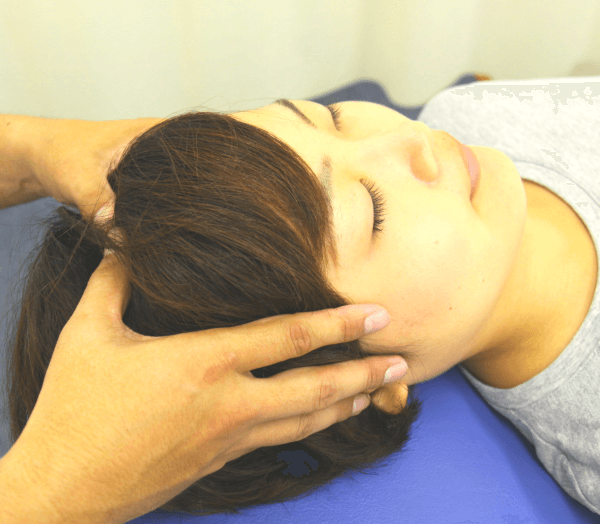頭頂部のツボ療法